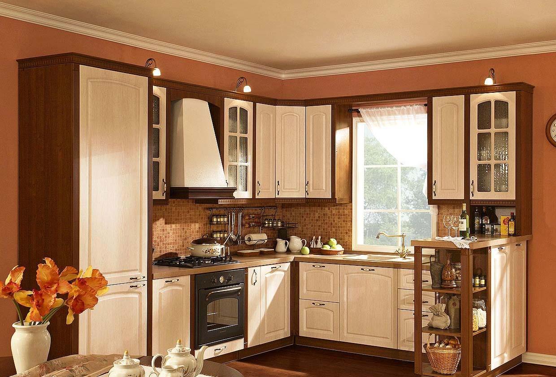 Интерьеры кухонь с окном